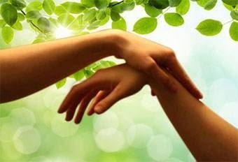 Le soin, s'effectue sur l'ensemble de l'organisme. La personne reste habillée et est considérée dans sa globalité.
