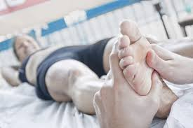 Masser, étirer, pincer, appuyer, débloquer, presser, malaxer, détendre et surtout régénérer, relancer l'énergie, optimiser l'homéostasie avec la réflexologie Olp
